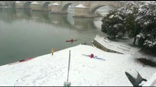 Desde esquís a piraguas... Todo vale para desplazarse sobre la nieve en Zaragoza