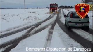 Los Bomberos de la DPZ continúan con la limpieza de las carreteras de Zaragoza