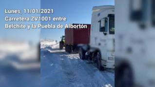 Helada e intransitable: Así está la carretera que conecta Belchite con la Puebla de Albortón
