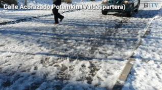 La nieve y el hielo dificultan la circulación en algunos barrios de Zaragoza