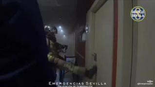 Así fue el angustioso rescate de los ancianos en el incendio de una residencia en Sevilla