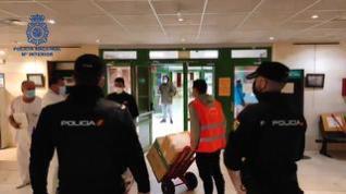 Así custodia la Policía Nacional el traslado de la vacuna covid en Aragón