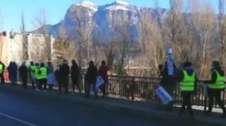 Sobrarbe protesta por el cierre del sector turístico con una marcha entre Aínsa y Boltaña