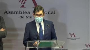 """El consejero de Salud de Murcia: """"En mis documentos ponen que soy médico"""""""