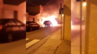 Incendio de unos coches en Monzalbarba