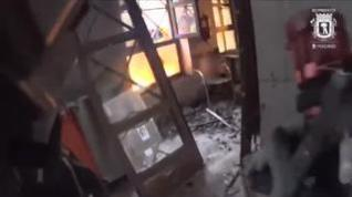 Impactantes imágenes del edificio destruido por la explosión de gas grabadas por los Bomberos
