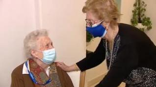 Los 50 residentes de un centro de mayores de Madrid empiezan a disfrutar de su inmunidad