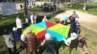 Una veintena de superhéroes nonagenarios celebran con una fiesta que se han vacunado
