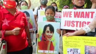 Protestan en Nueva Delhi en contra del golpe de Estado en Birmania