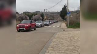 Caravana de coches para llegar a la localidad zaragozana de Anento