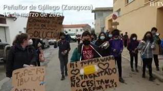 Cacerolada en Peñaflor de Gállego para pedir una vez más que el colegio público tenga comedor