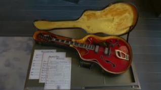 Sacan a subasta la famosa guitarra roja de Elvis Presley