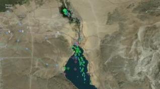 Las imágenes por satélite muestran el atasco de barcos que esperan para cruzar el Canal de Suez