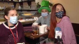 El 'pijameo' se pone de moda en los bares de Zaragoza como alternativa al toque de queda