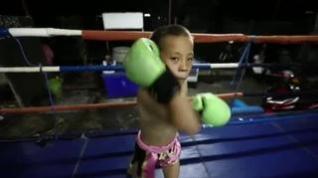 Tata, el boxeador tailandés que con 9 años mantiene a toda su familia