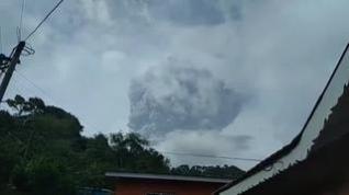 Evacuadas miles de personas en San Vicente y Granadinas tras entrar en erupción el volcán La Soufrière