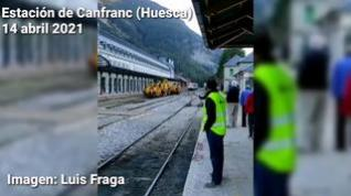 Último tren que llega a la estación de Canfranc