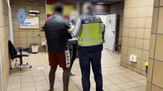 La Policía Nacional detiene a un joven después de golpear a un hombre para sustraerle el móvil