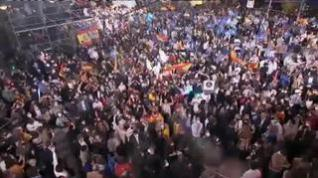 Fiesta por todo lo alto en la calle Génova tras la victoria de Ayuso