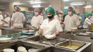 Así se prepara la comida para los pacientes en el Hospital Miguel Servet