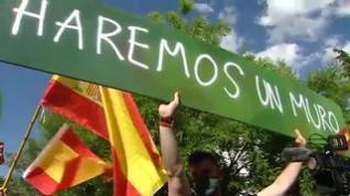 Grupos de extrema derecha se manifiestan frente a la embajada de Marruecos en Madrid