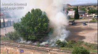 Incendio en la linde de la línea del tren de Monzón