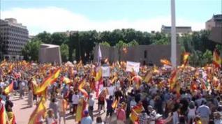 Una multitud llena la plaza de Colón contra los indultos a los líderes del 'procés'