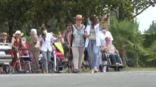 El 'Primabuela Sound', pone a bailar a los ancianos de una residencia de Lleida
