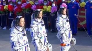 China lanza con éxito su misión tripulada a su estación espacial
