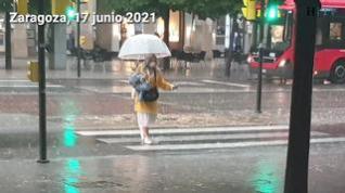 Una gran tormenta de granizo y viento descarga en Zaragoza