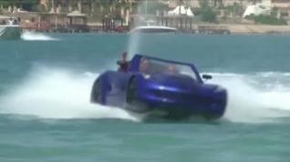 """Así """"navega"""" un coche... que flota"""