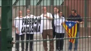 Los presos indultados abandonan la prisión de Lledoners