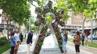 La escultura floral de la Virgen del Pilar ya luce en la Gran Vía de Zaragoza