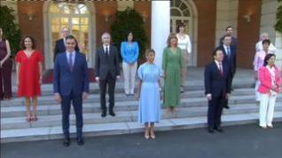 Así ha sido la foto de familia del nuevo Gobierno tras la remodelación de Sánchez