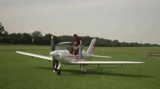 Una joven piloto de 19 años dará la vuelta al mundo en avioneta