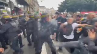 La Policía francesa dispersa una protesta en París contra el certificado de vacunación