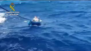 Rescatan a un hombre a la deriva en un kayak