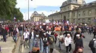 Francia se une a otros países y amplía el pase sanitario a hostelería y transportes