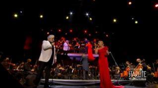 Plácido Domingo y Marta Sánchez cantan a dúo el himno de España en el Fertival Starlite de Marbella