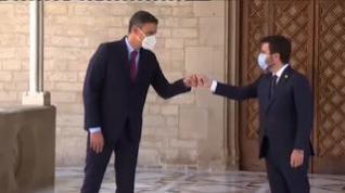 Aragonès recibe con honores a Sánchez para la reunión de la mesa de diálogo