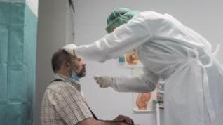 Vacunado y contacto directo con positivo, ¿debo aislarme?