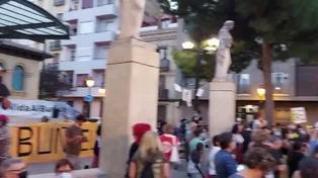 Decenas de vecinos apoyan el CSC Luis Buñuel en una concentración en Zaragoza