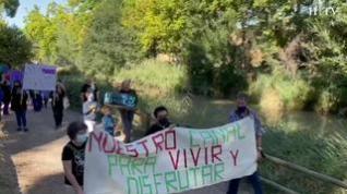 """Decenas de personas acuden a la Bajada del Canal """"en seco"""" este domingo"""