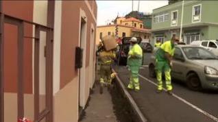 La lava llega a Todoque: así vacían los vecinos sus casas