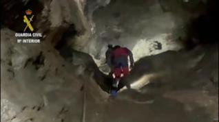 La Guardia Civil Rescata a un espeleólogo en una cueva de Villanúa
