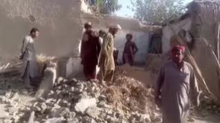 200 muertos en un terremoto de 5,7 grados en Pakistán