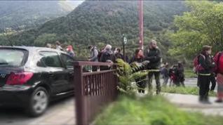 Larga fila para comprar el ticket del autobús que llega a Ordesa