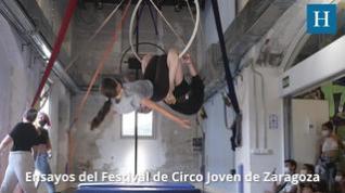 Acrobacias, danza y equilibrio en el Centro Cívico La Almozara con la Escuela de Circo Joven