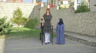 La mujer más alta del mundo mide dos metros 15 centímetros