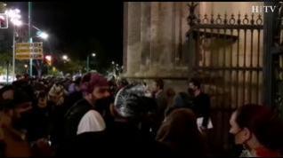 Los grupos de joteros comienzan a entrar a la Basílica del Pilar